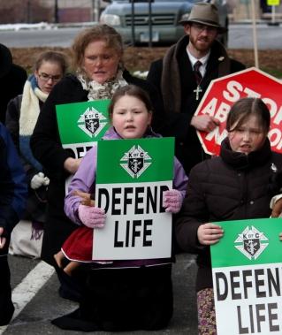 praying-at-pro-life-rally